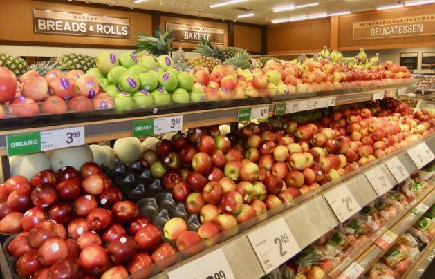 Aun con un metro de nieve en Ottawa, es posible encontrar una amplia variedad de frutas importadas en los supermercados de Canadá. Crédito: Stephen Leahy/IPS.