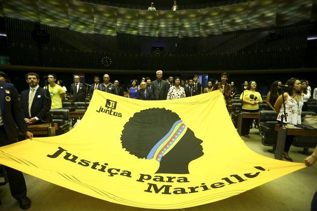 Homenaje a Marielle Franco, en la Cámara de Diputados del legislativo Congreso Nacional de Brasil, el 18 de marzo, uno de los numerosos que se han celebrado en el país con motivo de primer aniversario del asesinato de la concejala y lideresa carioca. Crédito: Marcelo Camargo/Agência Brasil