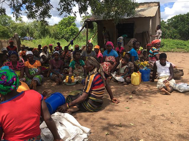 En Mozambique, más de 168.000 familias, unas 600.000 personas, se vieron afectadas, de las cuales se estima que más de 100.000 son de Beira. Además, por lo menos un millón de niñas, niños y mujeres necesitan asistencia de forma urgente. Crédito: Andre Catuera/IPS.