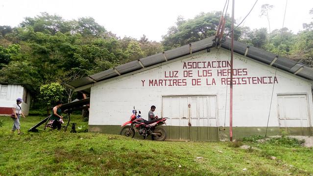 La casa de máquinas de la minicentral hidroeléctrica de la comunidad 31 de Mayo, que provee de energía a unas 500 familias y ha servido de modelo para que la autogeneración mediante represas comunitarias se extienda por la ecorregión de Zona Reina, en el municipio de Uspantán, en el noroeste de Guatemala. Crédito: Edgardo Ayala/IPS