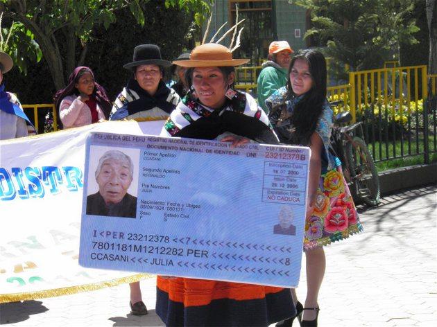 La población indígena en Perú y en el resto de América Latina es de las que más sufren el problema de carecer de un certificado de nacimiento y un documento de identidad. Crédito: BID