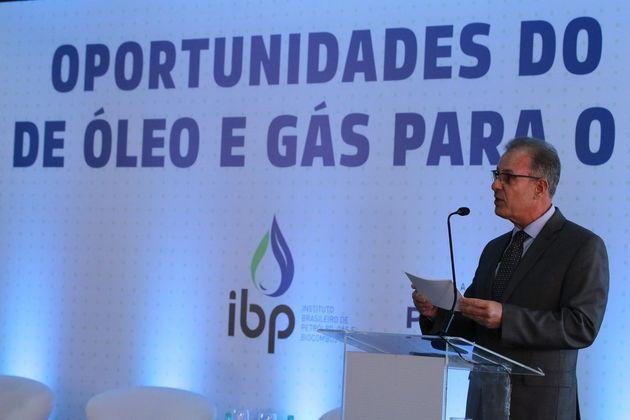 El ministro de Minas y Energía, Belo Albuquerque, almirante activo de la Marina brasileña, en un seminario sobre las oportunidades del petróleo y el gas en Brasil, donde volvió a defender la conclusión de Angra 3, la central nuclear cuya construcción se interrumpió en los años 80. El ministro promueve un plan para construir hasta ocho centrales nucleares, para que ya una decena en el país. Crédito: Fabio Rodrigues Pozzebom/Agência Brasil