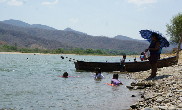 El río Verde es la fuente de vida principal de 26 municipios y 24 comunidades de Oaxaca. Crédito: Antonio Mundaca/Pie de Página