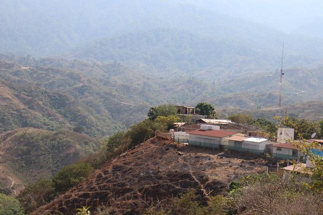 A pesar de su pobreza, Santiago Ixtayutla es una comunidad que resiste desde hace seis años contra un proyecto hidroeléctrico. Crédito: Antonio Mundaca/Pie de Página