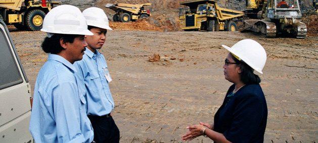 Nelia Fernández es la primera gerente en una compañía minera en Kalimantán, Indonesia. Crédito: Kevin Cassidy/OIT