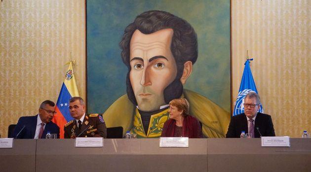 Dentro de la parte de la agenda establecida por el gobierno venezolano, la alta comisionada para los Derechos Humanos, Michelle Bachelet, tuvo entrevistas con altos cargos del Estado venezolano, incluidos los generales Vladimir Padrino y Néstor Reverol, ministros de Defensa y de Interior, respectivamente.  Crédito: Gobierno de Venezuela