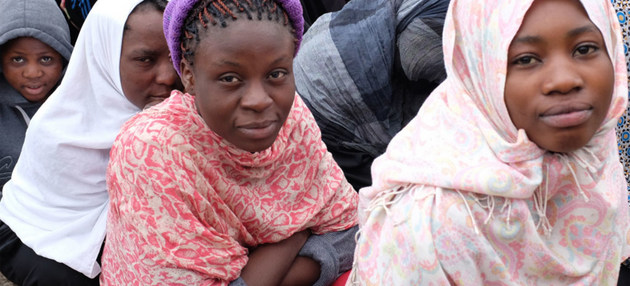 Algunas de las mujeres confinadas en un centro libio de detención de migrantes. Crédito: OIM