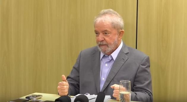Luiz Inácio Lula da Silva, durante una entrevista concedida en la cárcel de Curitiba, donde está preso desde abril de 2018. El expresidente podría lograr la libertad, al menos temporalmente, si se anula la sentencia que lo condenó a casi nueve años de cárcel, por la parcialidad evidenciada por Sergio Moro, que instruyó su caso y lo juzgó en primera instancia. Crédito: PT