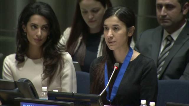 La Premio Nobel de la Paz 2018, Nadia Murad, una antigua esclava yazidí del Estado Islámico, quien se convirtió en gran defensora de la causa de las víctimas yazidíes del grupo yihadista en Iraq, durante un testimonio ante las Naciones Unidas, acompañada por la abogada especializada en derechos humanos Amal Clooney. Crédito: ONU-TV
