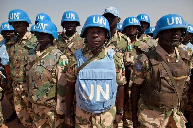 Los cascos azules de la Minuad, la misión de paz conjunta en Darfur, podrían reducirse desde nombre, si la situación en el terreno mejora, ahora que Sudán cuenta con un gobierno cívico-militar que en 39 meses debe llevar al país a elecciones democráticas. Crédito: Albert González Farran / Minuad