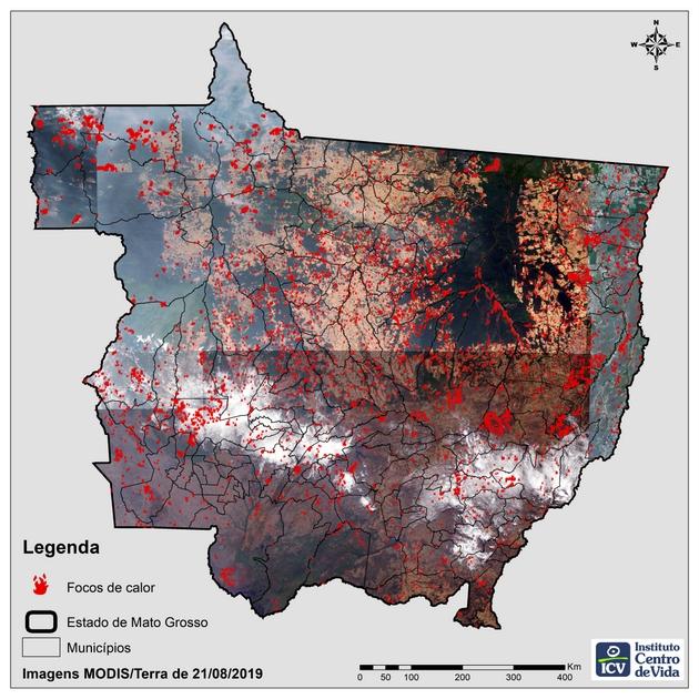 Mapa de los focos de calor en Mato Gosso, el estado de la Amazonia brasileña más afectado por los incendios y el mayor productor de soja. La mayor concentración se da en el centro-norte del estado, el área de mayor producción de soja, maíz y algodón. En el extremo noroeste está Colniza, el municipio que registró el mayor número de quemas, y representa la invasión agrícola en el bioma amazónico. Crédito: Cortesía del Instituto Ciencia de Vida