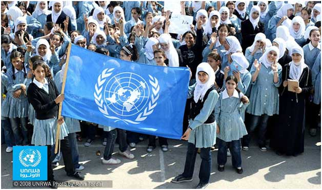 Niñas escolarizadas gracias a la UNRWA, uno de los apoyos a los refugiados de Palestina en Medio Oriente que pudiera desaparecer, por las consecuencias del escándalo sobre acoso sexual y nepotismo contra la agencia de las Naciones Unidas. Crédito: UNRWA