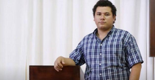 Braulio Abarca, abogado y activista por los derechos de Nicaragua, de 28 años, fotografiado en una iglesia en la capital de Costa Rica, San José. Crédito: Daniel Dreifuss/Acnur