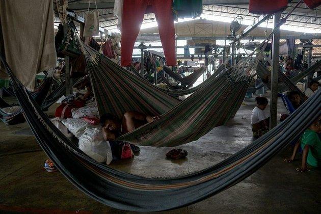 Refugio destinado a indígenas warao y eñepa, ubicado en el centro de Boa Vista, tiene capacidad para 590 personas pero no hay suficiente espacio para todos. Según trabajadores humanitarios, una plaza cercana alberga a 400 indígenas warao más. Crédito: Bram Ebus/CrisisGroup