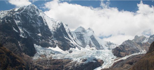En un año de sequía, glaciares que se derriten pueden significar hasta un 91% de la reserva de agua en ciudades como Huaraz, en Perú. Crédito: Daniela Gross/ONU