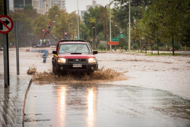 Inundación en Santiago, Chile. Crédito: Pablo Rogat/Shutterstock