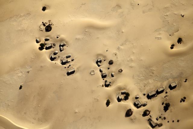 Vista aérea de asentamientos en medio del desierto en los alrededores de Tombuctú, en el norte de Malí. Crédito: Marco Dormino/ONU