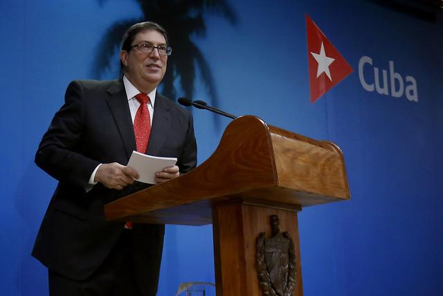 El ministro de Relaciones Exteriores de Cuba, Bruno Rodríguez, habla sobre las negativas consecuencias del embargo estadounidense contra el país durante una conferencia de prensa, en la sede de la cancillería cubana, en La Habana el 20 de octubre. Crédito: Jorge Luis Baños/IPS