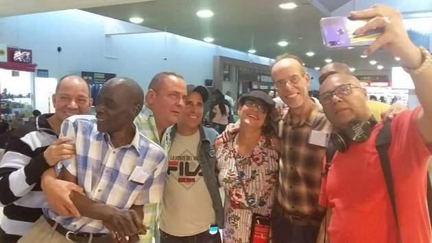 Integrantes de la misión médica en Bolivia, entre ellos los cuatro que estuvieron detenidos, regresan a Cuba. Crédito: Giselle Hernández/Facebook