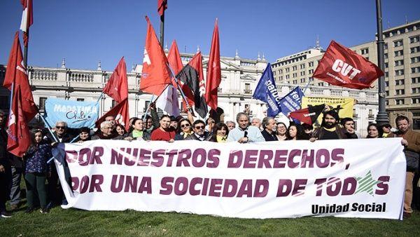Organizaciones sociales de Chile demandan al presidente Sebastián Piñera una sociedad inclusiva, durante una de las protestas del último mes en el país. Crédito: Telesur