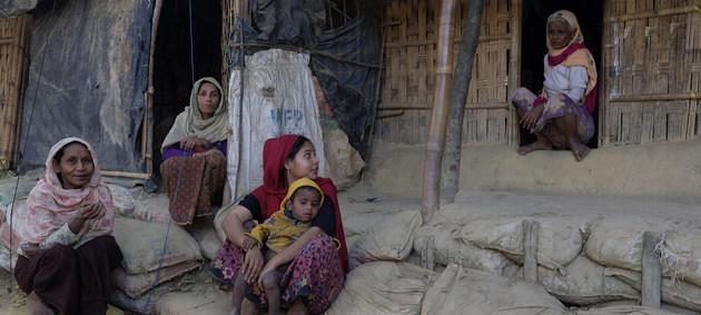 Los rohinyás que huyeron de Myanmar sobreviven con gran precariedad en los campos de refugiados de Bangladesh. Crédito: Acnur