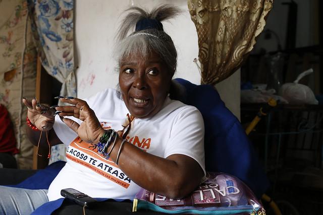 Vilma Noa, técnica en prevención de la Federación de Mujeres Cubanas, mientras explicaba a IPS como la solidaridad de las mujeres es una herramienta primordial para responder a los efectos de las catástrofes naturales. Crédito: Jorge Luis Baños/IPS