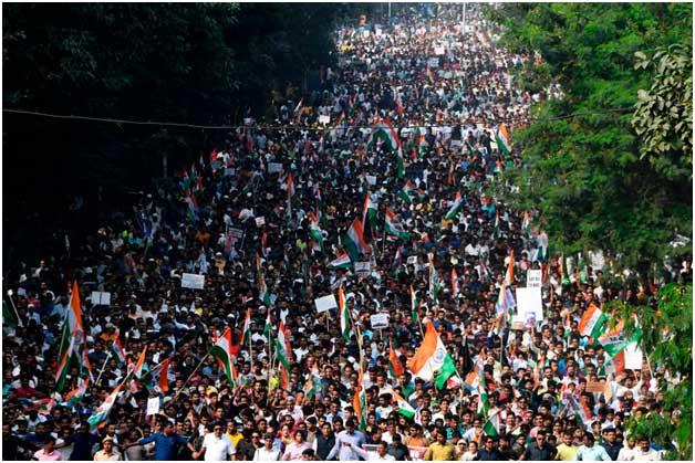 La reforma a la ley de ciudadanía en India se aprobó para otorgar la ciudadanía a las minorías que llegaron a India huyendo de Afganistán, Bangladesh y Pakistán antes de 2014, pero uno de sus aspectos más controvertidos es que excluye a los musulmanes