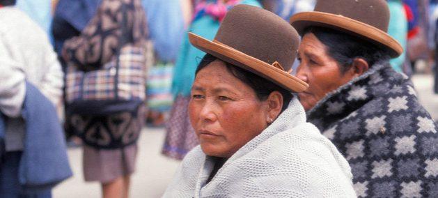 América Latina es la región con mayor proporción de indígenas en extrema pobreza, siendo su presencia en la economía informal y la desigualdad en materia de educación y trabajo uno los principales problemas que enfrentan estos pueblos