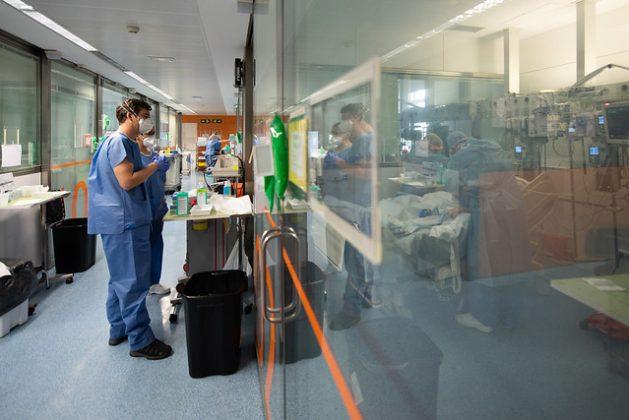 ¿Cuántas personas más han de morir? La pandemia de coronavirus también ofrece la oportunidad de corregir las brechas en la salud pública y hacer las cosas de manera diferente