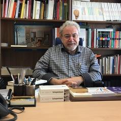 El autor, Roberto R. Aramayo