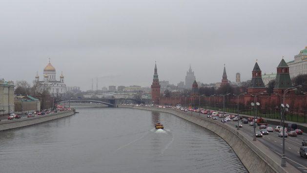 Vista de Moscú, la capital de Rusia, un país donde 1,2 millones de personas están contagiadas con el virus de inmunodeficiencia adquirida (VIH) y la tasa de crecimiento de los infectados crece anualmente entre 10 y 15 por ciento. Ahora, el sistema sanitario se concentra en el combate a la pandemia de la covid-19 y desatiende a quienes tienen VIH/sida. Foto: Ed Holt