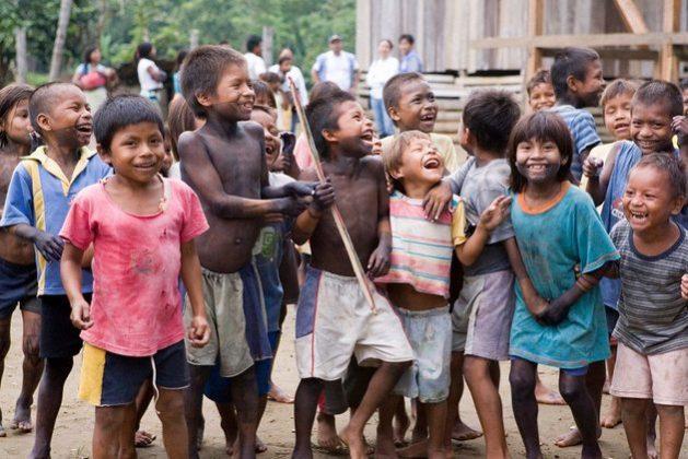 El retroceso en el desarrollo humano que causará la pandemia covid-19 puede equivaler, en los países más pobres del mundo, a la pérdida de toda una generación, a medida que se pierdan vidas, empleos y oportunidades de educación para millones de niños. Foto: Mark Garter/ONU