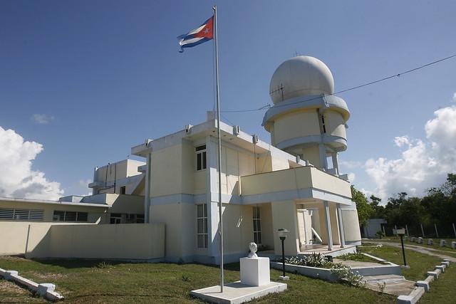 El Radar Punta del Este, empleado en el monitoreo de los diferentes fenómenos meteorológicos, en Punta del Este el extremo del sureste de la isla de La Juventud, en Cuba. Foto: Jorge Luis Baños/IPS
