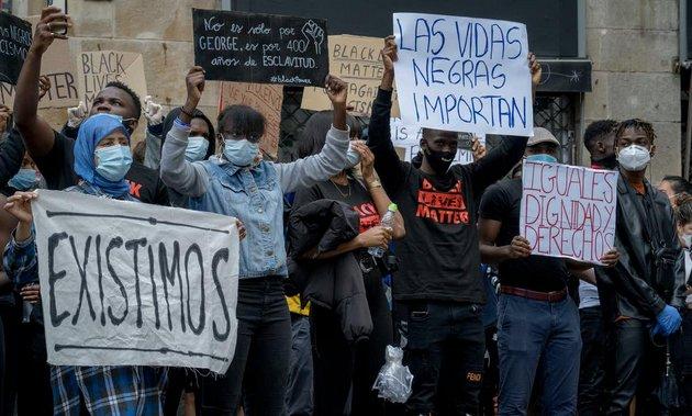 Protesta en Barcelona, el 7 de junio, contra el asesinato de George Floyd en Minneapolis a manos de la policía el 25 de mayo de 2020. Foto: Alicia Fabregas / Shutterstock