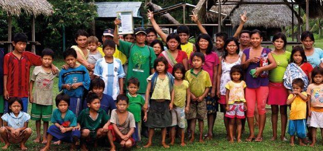 Los pueblos indígenas de la Amazonia reivindican su organización y derechos mientras luchan contra el avance de la nueva pandemia, que ha producido más de 70 000 contagios y 1000 muertes en sus comunidades. Foto WWF