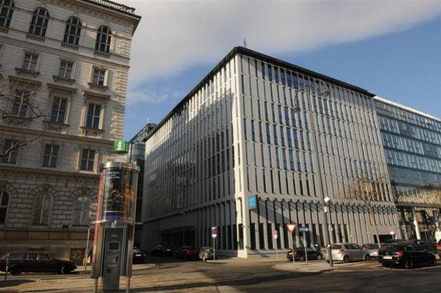 La OPEP tiene su sede en Viena desde 1965. El edificio fue asaltado por un comando terrorista que secuestró a los ministros petroleros reunidos allí el 21 de diciembre de 1975 y los liberó en Argel al día siguiente después de un periplo por el norte de África. Foto: OPEP
