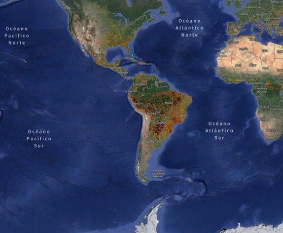 Captura reciente de las alertas de incendios en el norte y el sur de América. Imagen: Global Forest Watch