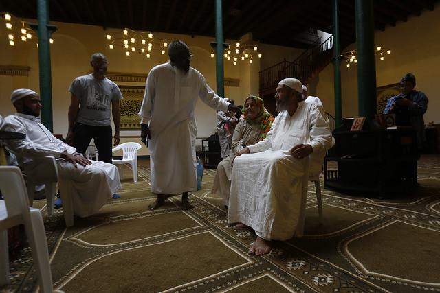 Miembros de la comunidad musulmana asisten a la Mezquita Addallah, situada en el casco histórico de La Habana Vieja, en la capital de Cuba. Foto: Jorge Luis Baños/IPS