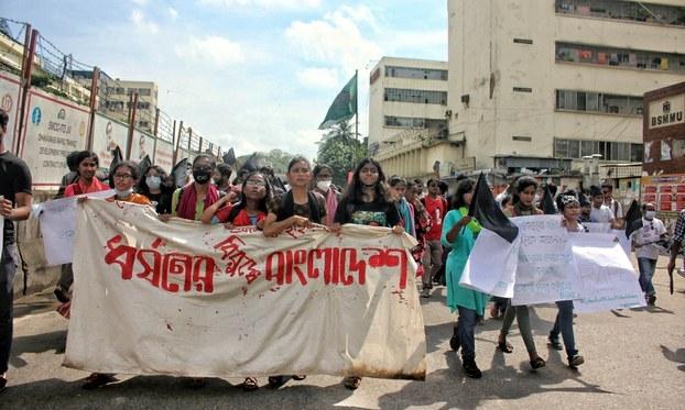 Manifestaciones reclamando justicia se registraron en Bangladesh antes de la condena a muerte de cinco violadores. La responsable de la ONU para los Derechos Humanos, sin embargo, reiteró su oposición a la aplicación de la pena capital. Foto: captura de Focus Bangla