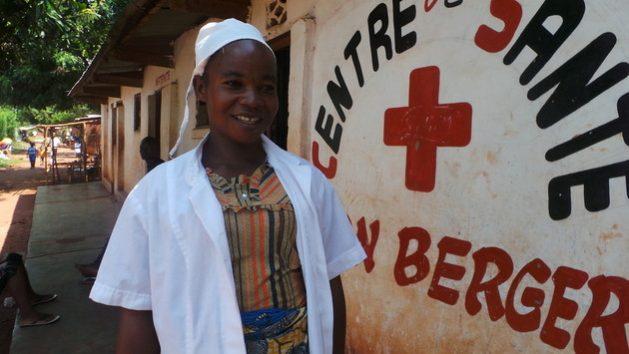 La emergencia global por la COVID-19 pone de manifiesto la elección financiera que deben realizar los países más pobres: ¿pagar la deuda externa o invertir en salud pública?