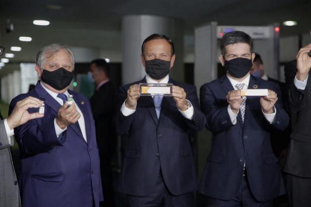 La aversión de Bolsonaro ante la vacuna procedente de la República Popular China hace tambalear una vez más al gobierno brasilero.