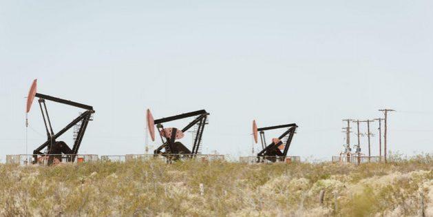 Bomba extrayendo petróleo del suelo en Neuquén, en Argentina. Foto: Alamy