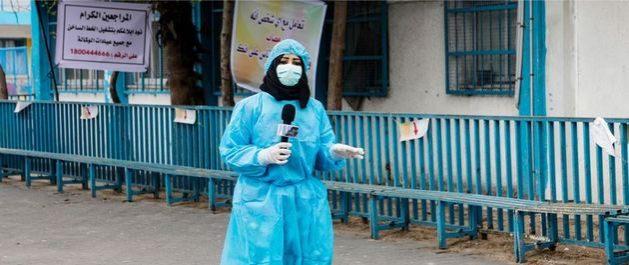 Una reportera en el Medio Oriente informa incidencias de la pandemia covid-19. La Unesco y sus aliados subrayan la importancia de sostener el periodismo independiente durante la actual crisis. Foto: Unesco