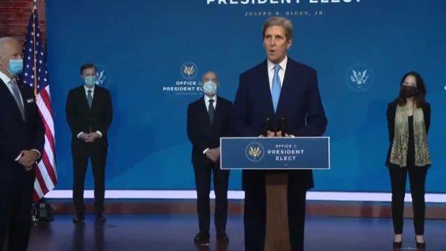 El exsecretario de Estado de Estados Unidos, John Kerry, se dirige a la audiencia tras ser designado por el presidente electo Joe Biden como su enviado especial para el Clima, un cargo inédito que representa una señal de que la administración que comenzará el 20 de enero tendrá a la crisis climática como una de sus grandes prioridades, en lo que representa un cambio radical con su predecesor. Foto: Oficina del presidente electo de EEUU