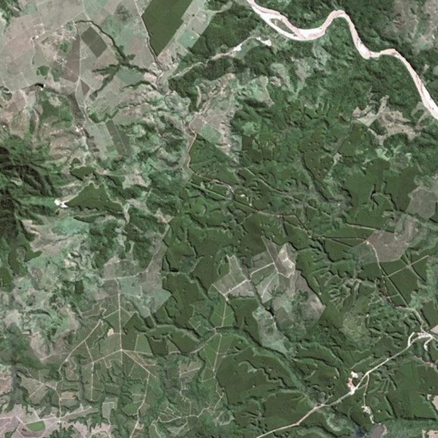 En esta vista aérea se aprecia la deforestación de la Mata Atlántica, sin embargo medir la degradación forestal es mucho más difícil. Foto: Cnes – Spot Image / Wikimedia Commons