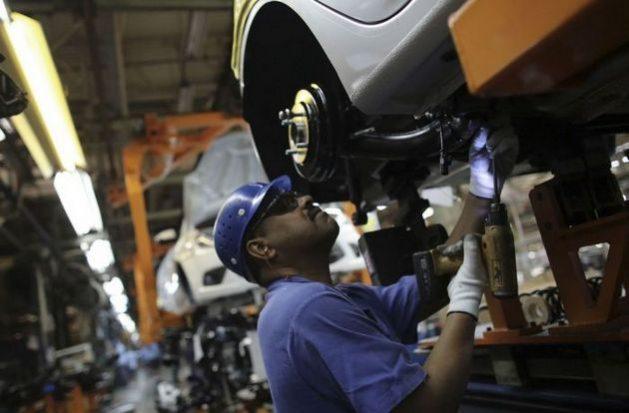 La salida de Ford de Brasil tiene un gran peso simbólico para Brasil, sobre la pérdida de su peso industrial. En la imagen, un trabajador en una línea de montaje de la planta de Ford en São Bernardo do Campo. Foto: CUT