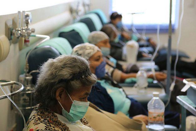 Pacientes de cáncer de mama -el que más afecta a las mujeres en el mundo- reciben tratamiento gratuito en el Instituto Nacional de Cáncer de México. La enfermedad ha sido más letal en los países más pobres. Foto: OPS