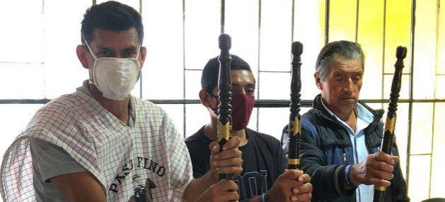"""""""Solo tenemos nuestros bastones de mando, que simbolizan nuestra autoridad, nuestra resistencia pacífica y la defensa que hacemos de nuestro territorio"""", dicen líderes indígenas bajo asedio de grupos armados responsables de asesinatos. Foto: ONU Colombia"""