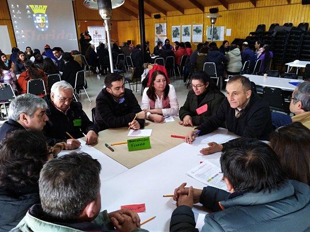 Un encuentro en Cayumanque, en el municipio de Florida, en Chile, en que representante de los campesinos planificaron y definieron prioridades junto a dirigentes de organizaciones locales y especialistas del proyecto de Comunidades Mediterráneas Sostenibles. Foto: PNUD Chile