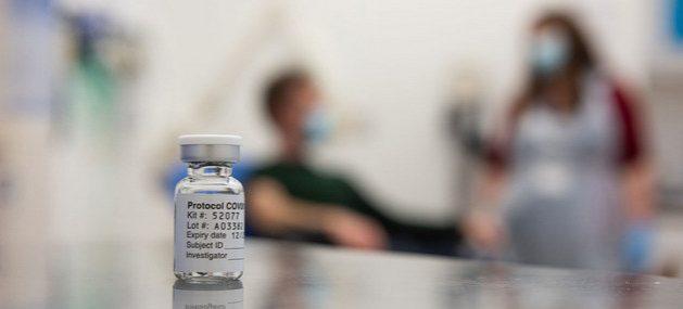 Un vial de una de las vacunas contra la covid. Foto:John Cairns / Universidad e Oxford
